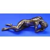figurine body talk homme bronze man crowhead over hands wu72473
