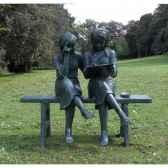 2 filles sur banc b839