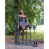 femme sur balustrade b1017