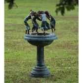 4 femmes dansant sur fontaine b28570