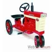 tracteur a pedales en metarouge farmal560 dd 005