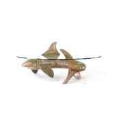 le requin en bois de rauli 105 cm x 42 cm x 43 cm last mre105 r