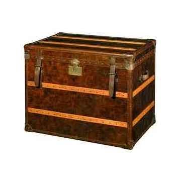 Malle cunard en cuir couleur cigare avec finition en croco h 750 x 930 x 600 Arteinmotion BAU-CUN0010