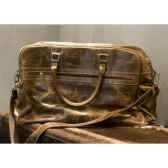 sac w eekender en cuir couleur cigare avec finition en croco h 350 x 550 x 230 arteinmotion com bor0043