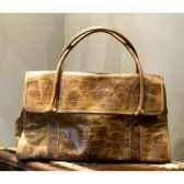 sac sand en cuir couleur cigare avec finition en croco h 300 x 500 x 230 arteinmotion com bor0042