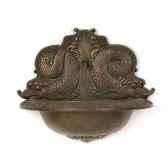 fontaine modele garden cupid avec une representation de poisson surface bronze avec vert de gris bs3177vb