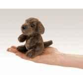 marionnette a doigt mini peluche chien assis folkmanis 2729