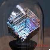 bismuth cristallise sous cloche objet de curiosite mi029