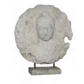 medaillon en relief masque bouddha sur socle rochers diffusion mbs 70