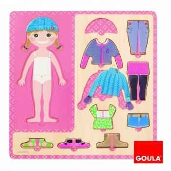 Petite fille s'habille Goula -53108