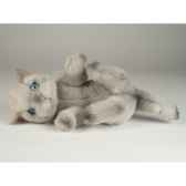 peluche chat beige qui joue 20 cm piutre 2445